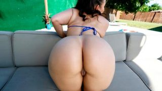 Bossy Chick Gets Wet
